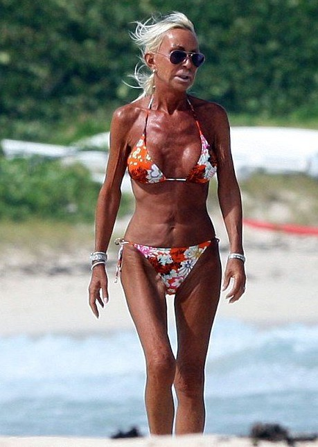 donatella_versace_beach
